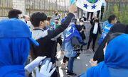ویدیو| شعار هواداران معترض استقلال مقابل مجلس
