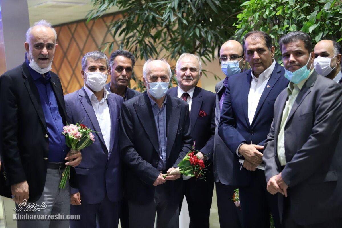 وزیر به استقلال و پرسپولیس گفت خودتان درآمدزایی کنید!