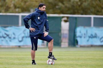 وحید هاشمیان: آینده فوتبال ایران تاریک است