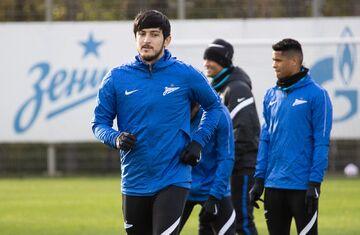 غیبت احتمالی سردار آزمون مقابل دورتموند در لیگ قهرمانان اروپا