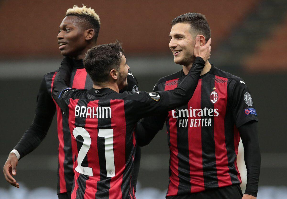 شادی بازیکنان میلان بعد از گلزنی مقابل اسپارتا