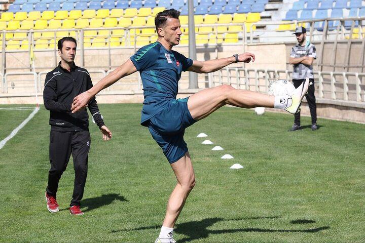 گزارش تصویری| جشن روز مربی در تمرین پرسپولیس