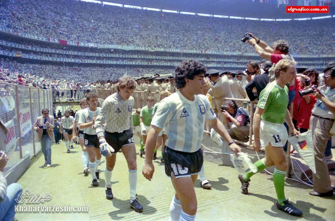 دیگو مارادونا در فینال جام جهانی 1986 مقابل آلمان
