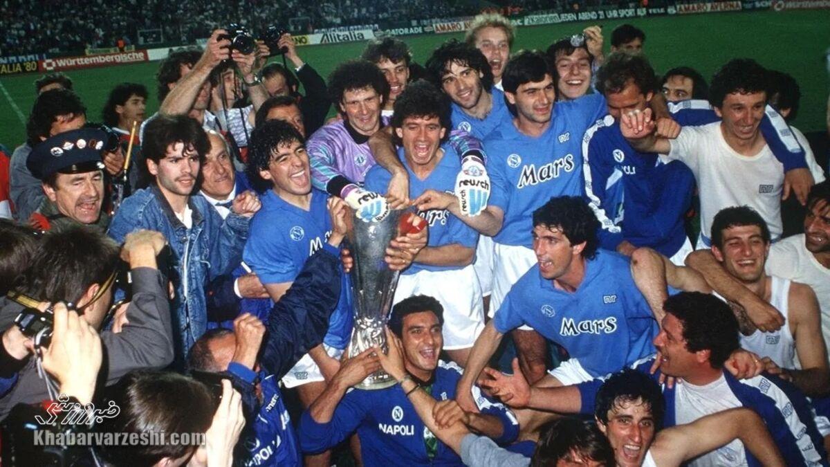 دیگو مارادونا در جشن قهرمانی جام یوفا با ناپولی