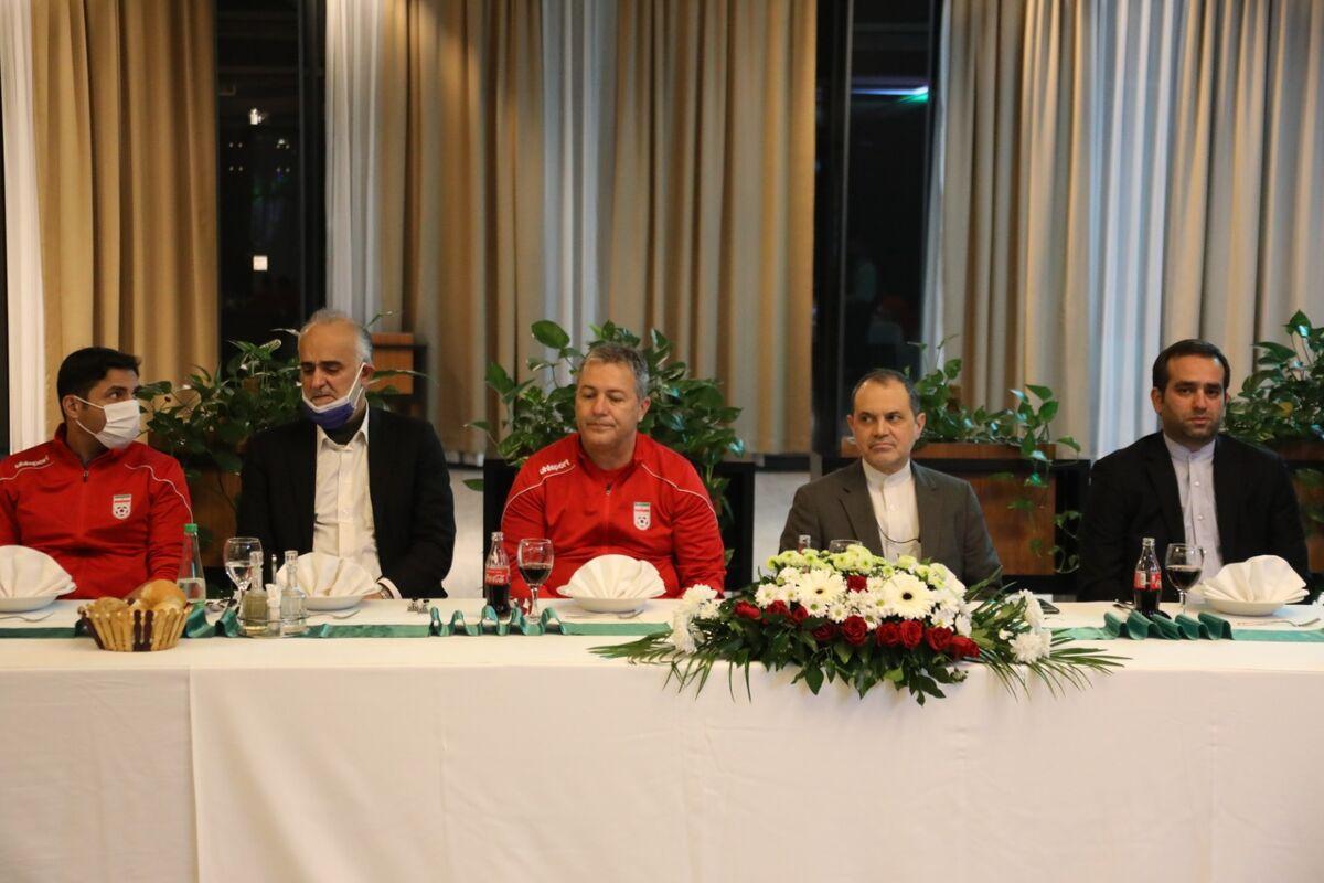 101936 - ضیافت شام سفیر ایران در بوسنی با حضور اعضای تیم ملی+ عکس