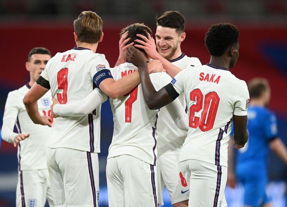 شادی  بازیکنان انگلیس بعد از گلزنی مقابل ایسلند