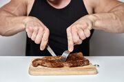 ۱۰ فایده باورنکردنی گوشت برای بدنسازان