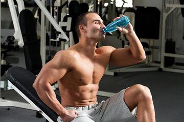 اصول مصرف آب برای بدنسازان و ورزشکاران