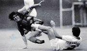 عکس| تنها بازیکن ایرانی که مارادونا را شکست داد