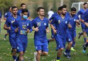 صحبتهای محمود فکری با بازیکنان و برگزاری تمرین در زمین جدید