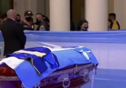 ویدیو  مراسم وداع با دیگو مارادونا در کاخ ریاستجمهوری آرژانتین