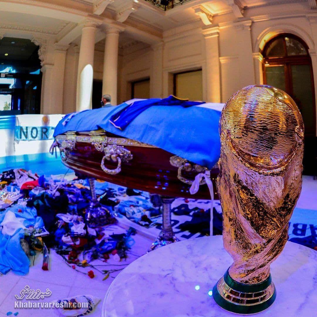جام جهانی کنار تابوت دیگو مارادونا
