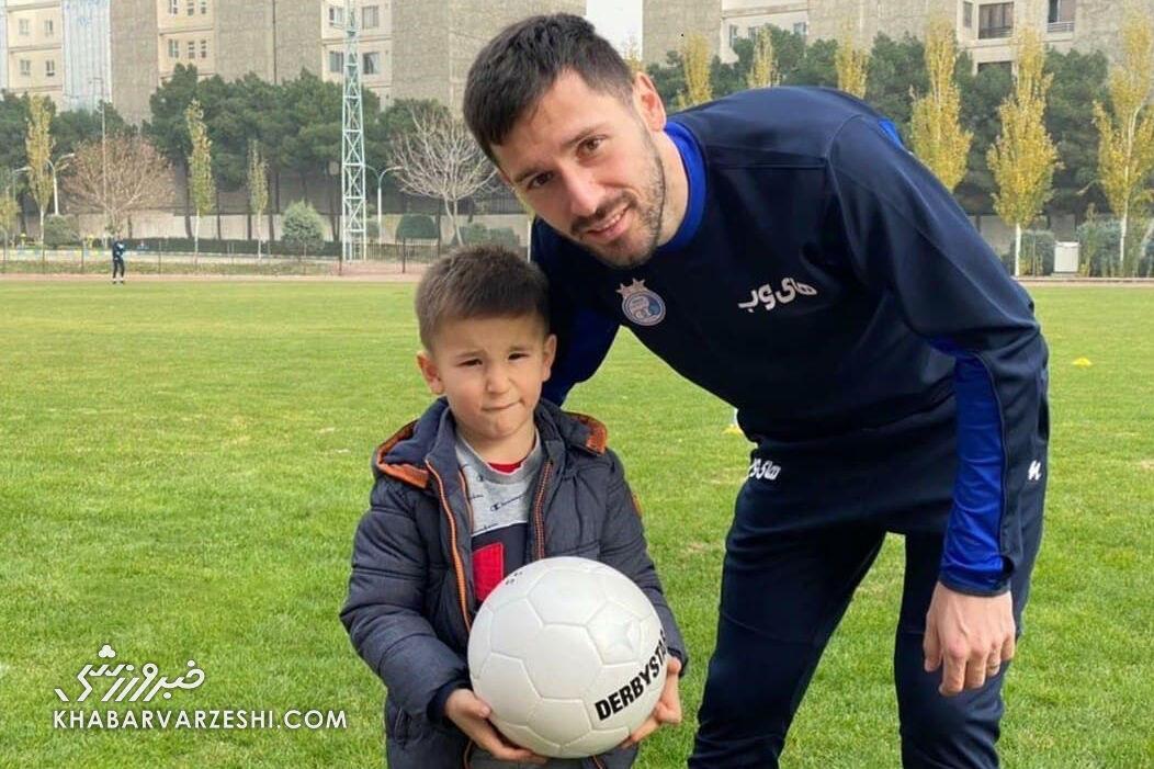 هروویه میلیچ و پسرش تماشاگر ویژه بازی استقلال و آلومینیوم