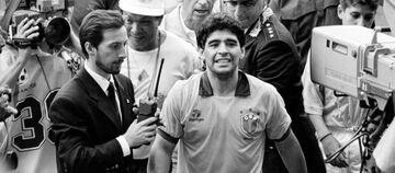 نوستالژی| دیگو مارادونا با پیراهنی که مردم آرژانتین از آن نفرت دارند!