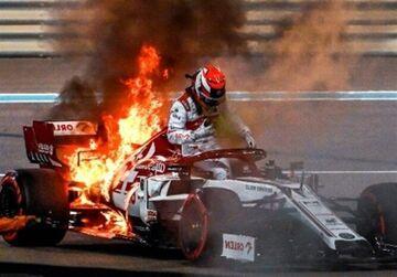 عکس| اتومبیل کیمی رایکونن در آتش سوخت