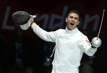 عکس| قهرمان المپیک لندن برای امرار معاش پیک رستوران شد!