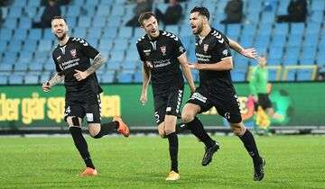 عکس  عزت اللهی در تیم منتخب هفته لیگ دانمارک