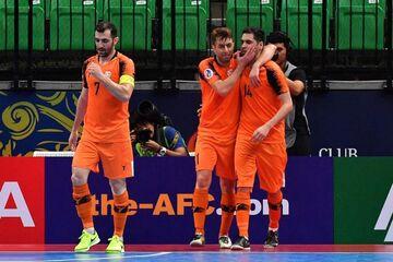 رقابت مس سونگون با بارسلونا، اسپورتینگ و کورینتیانس برزیل
