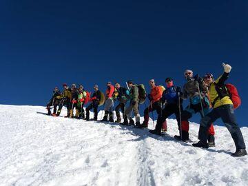 صعود کوهنوردان تیم واکنش سریع ارتش به قله ۴۰۵۰ کهار