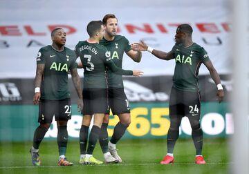 تاتنهامِ مورینیو به رده چهارم لیگ برتر انگلیس رسید