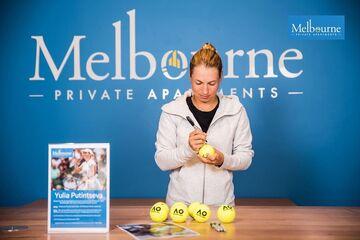 اعتراض تنیسبازان قرنطینه شده در هتلهای استرالیا