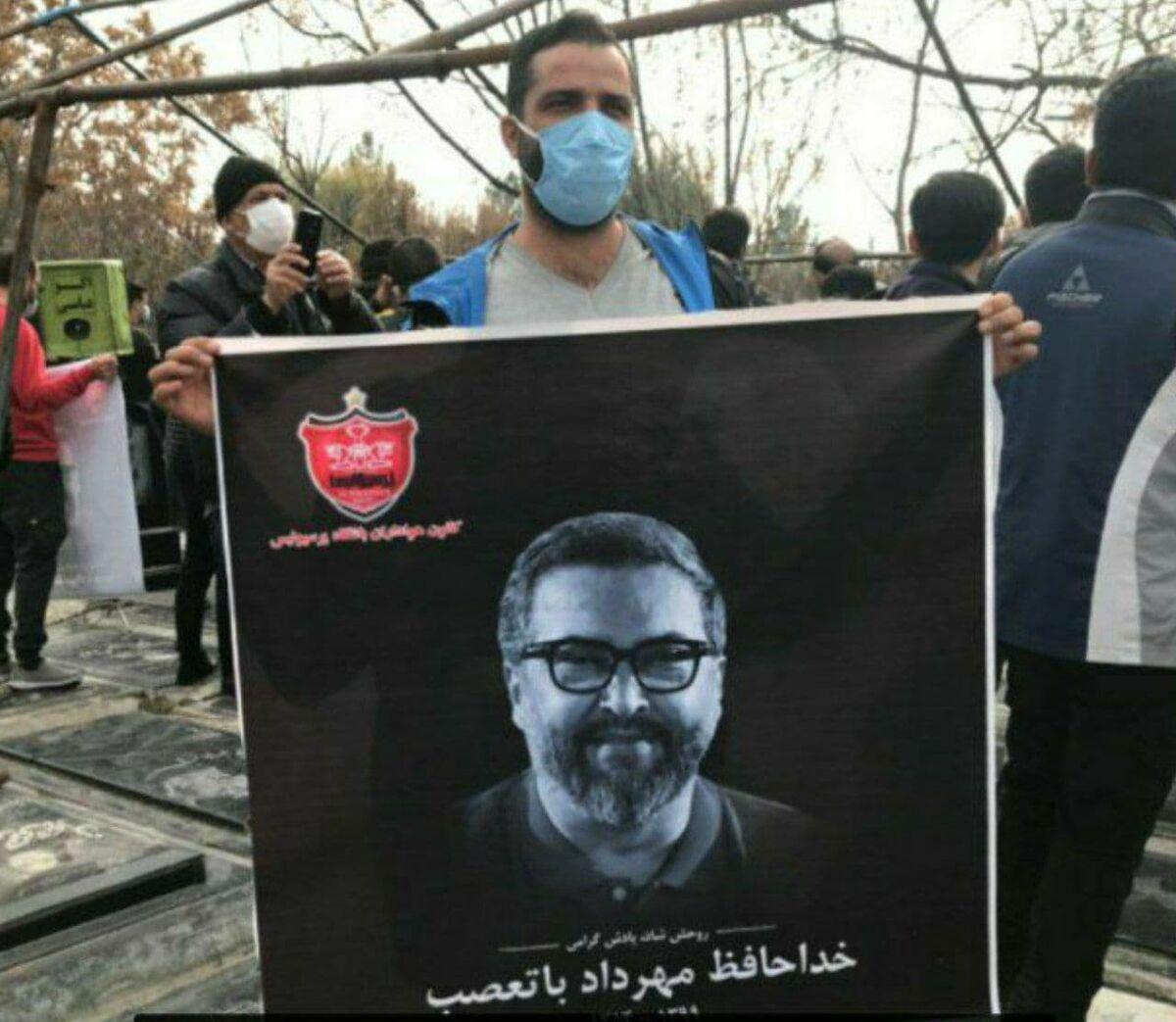 عکس| مدافع استقلال بر مزار مهرداد میناوند