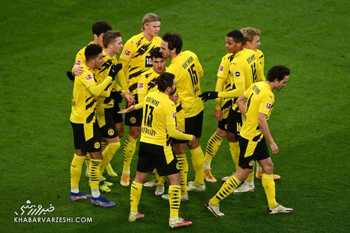 شادی گل بازیکنان دورتموند مقابل آگزبورگ
