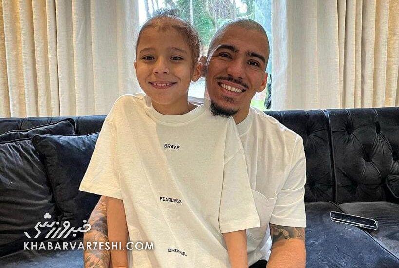 عکس  پدری که برای پسرش کچل کرد