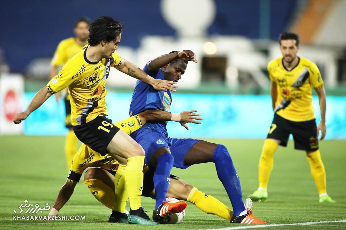 جمعه تاریخی در فوتبال ایران/ پرسپولیس و سپاهان جام میخواهند، استقلال اعتبار