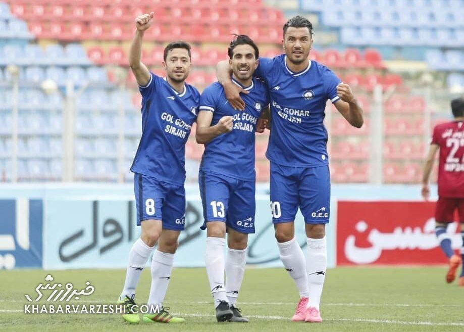 از ۱۶ تیم لیگ برتر پیشنهاد داشتم/ تیم تاثیرگذارترین مربی ایران را انتخاب کردم