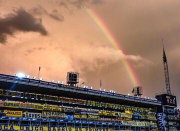 عکس| رنگینکمان بر فراز فوتبال