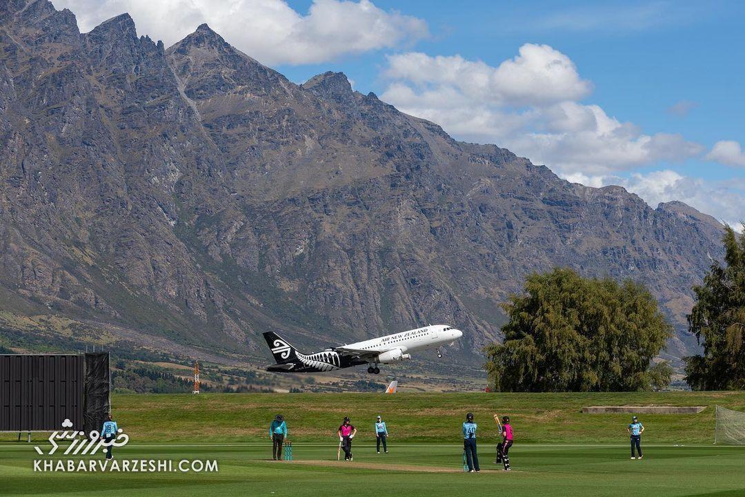 هواپیما در تمرین تیم ملی کریکت زنان انگلیس