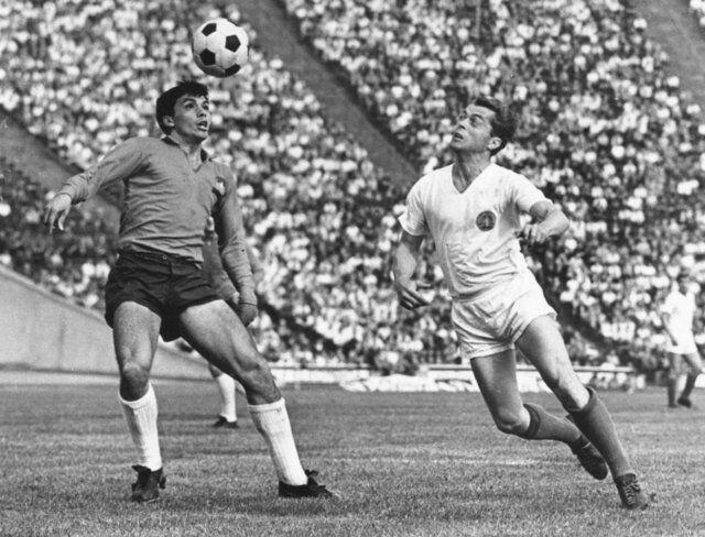تصویر فوق العاده از قدیمیترین توپ فوتبال دنیا