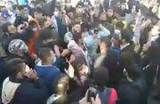 ویدیو| شعار هواداران استقلال مقابل مجلس علیه فکری و خلیلزاده