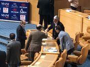 کنایه دوباره معاون وزیر به علی کریمی/ او را جدی نمیگیریم