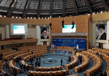 عکس| همسایه علی کریمی در انتخابات فدراسیون فوتبال چه کسی است؟