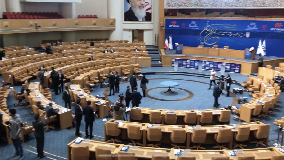 ویدیو| حال و هوای محل انتخابات فدراسیون فوتبال