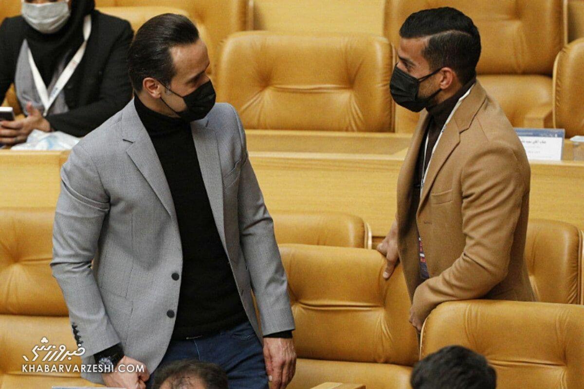 تصاویر و کنایههای خاص علی کریمی در انتخابات فدراسیون فوتبال/ از مهندسی انتخابات تا خیانت به فوتبال
