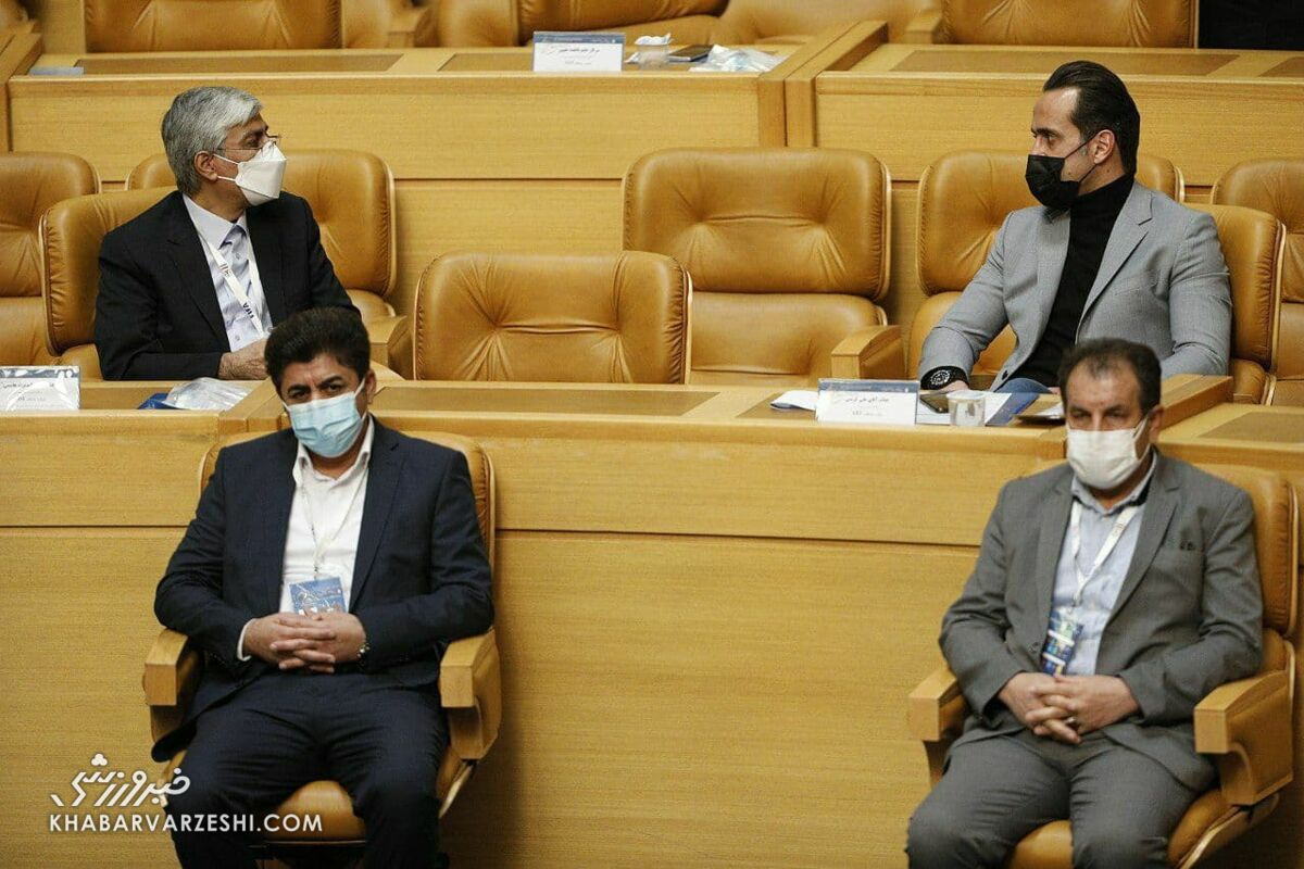 عکس| خوش و بش علی کریمی و هاشمی قبل از شروع انتخابات