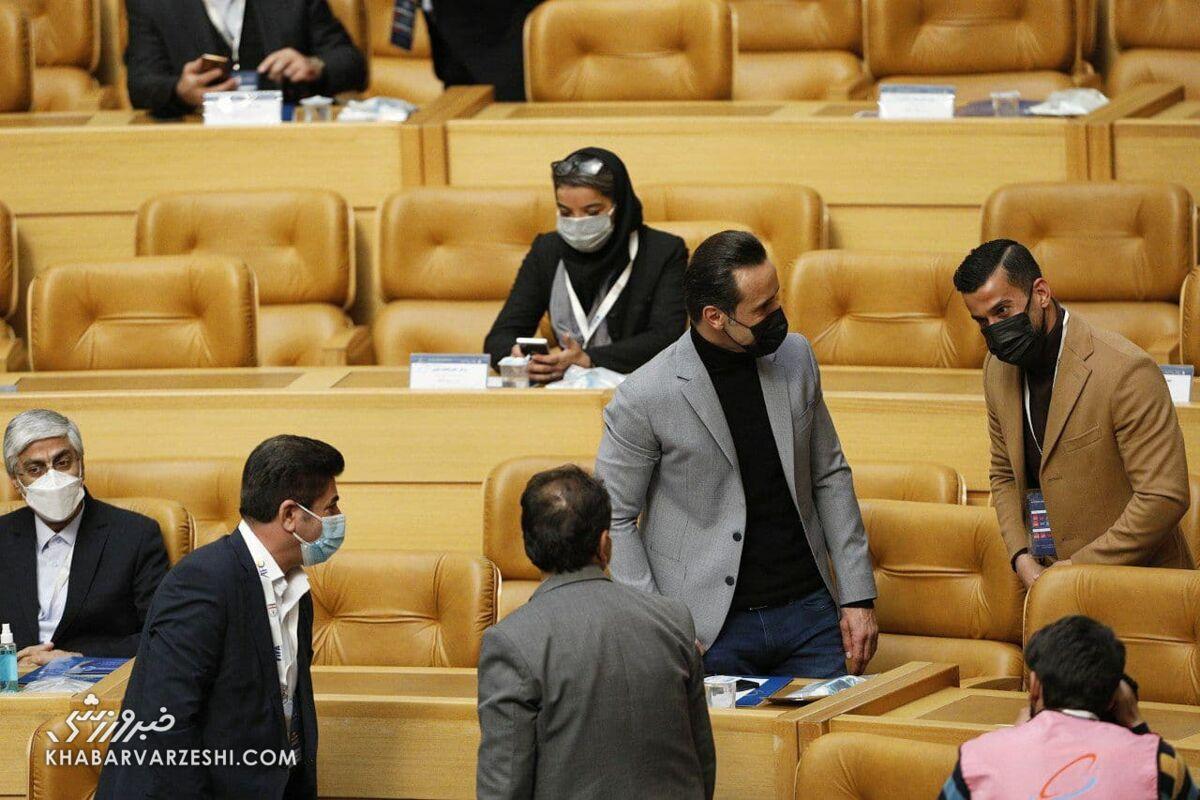 عکس| تیپ خاص علی کریمی در انتخابات فدراسیون فوتبال