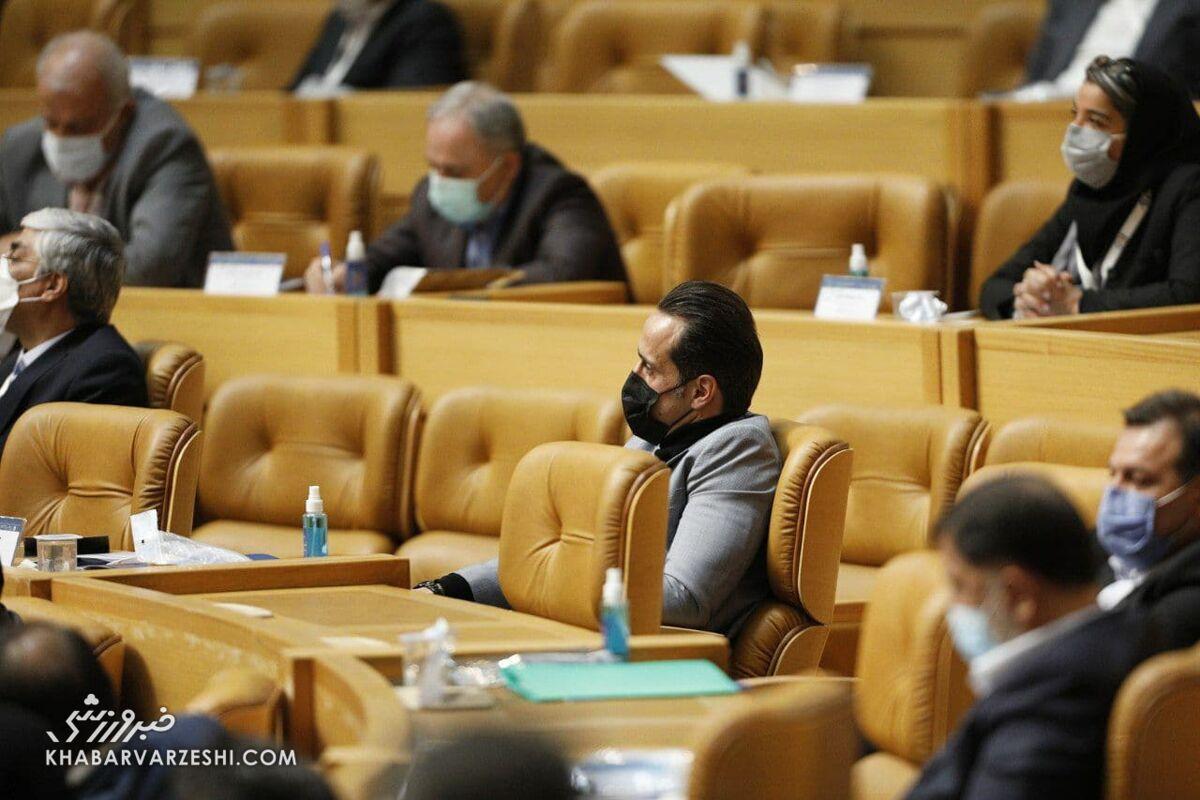 ویدیو| علی کریمی در محل انتخابات ریاست فدراسیون فوتبال