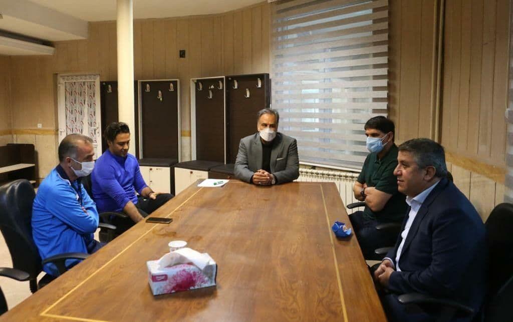 عکس  حضور کمالوند در جلسه مجیدی و مدیرعامل استقلال