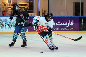 ویدیو| اولین دیدار نیمهنهایی مسابقات هاکی روی یخ بانوان انتخابی تیم ملی هاکی روی یخ ایران