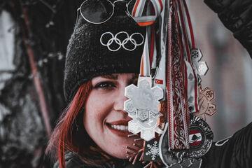 ویدیو| اشکهای ورزشکار زن پرافتخار تیم ملی ایران/ معاوضه مدالها المپیک با مایحتاج روزانه