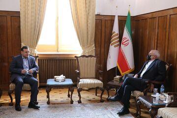 آقای عزیزی خادم؛ استقلال و الهلال را دریاب/ حالا دیپلماسیات را نشان بده!