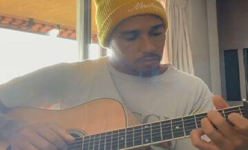 ویدیو  گیتارنوازی لوئیس همیلتون قهرمان فرمول یک جهان