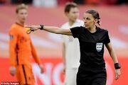 عکس  اولین داور وسط زن بازیهای انتخابی جام جهانی