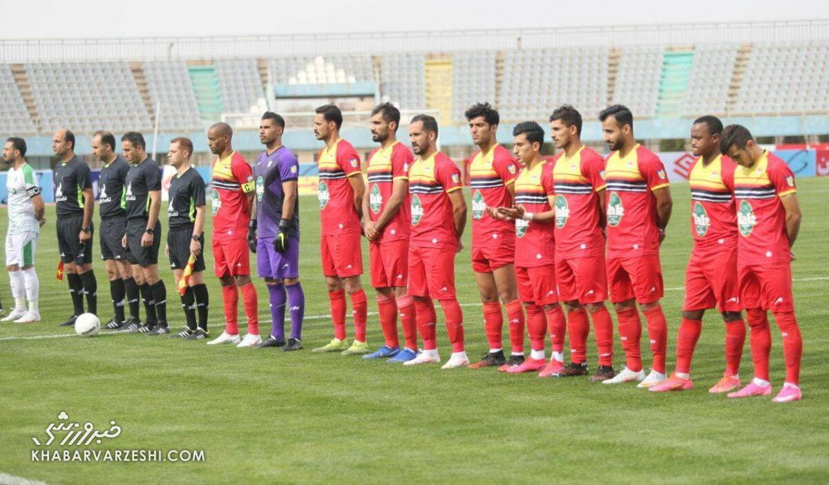 عکس| اتفاق عجیب در لیگ برتر/ حضور سرمربی در نیمکت رقیب!