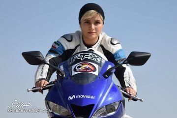 عکس| قرارداد بهناز شفیعی قهرمان موتوریس ایران با کمپانی مدلینگ انگلیسی