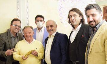 عکس| تقدیر از رئیس فدراسیون بین المللی پرورش اندام با موز!
